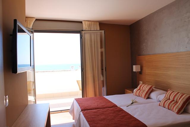 Habitación con terraza y vistas al mar